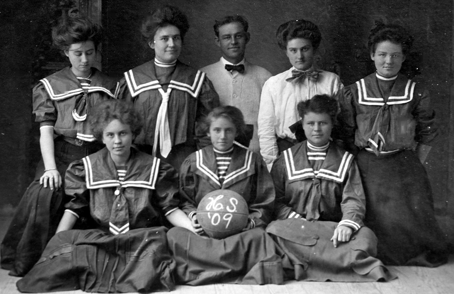 1909 Girls Basketball Team